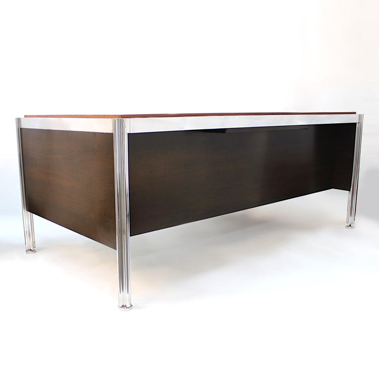 Cast 1970s Mid-Century Modern Walnut and Aluminum Executive Desk by George Ciancimino For Sale