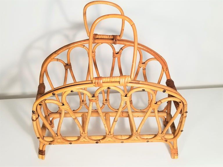 1970s Midcentury Rattan Magazine Rack Style of Franco Albini In Good Condition For Sale In New York, NY