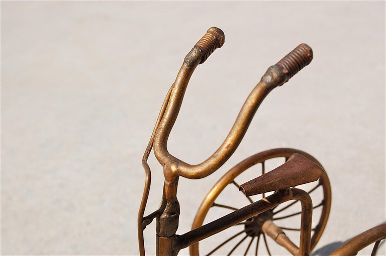 1970s Miniature Brass Tricycle Signed by Belgian artist D'Haeseleer In Good Condition For Sale In Noorderwijk, BE