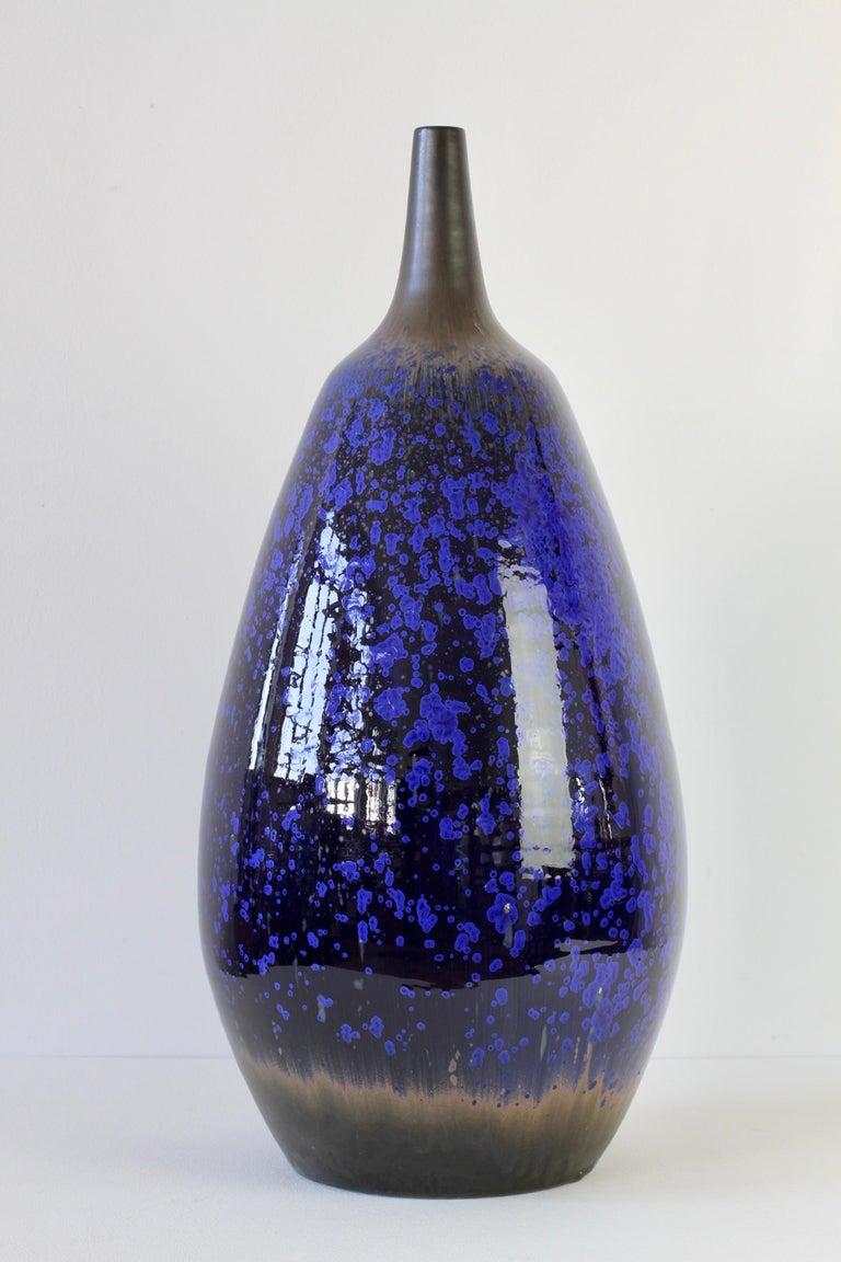 1970s Monumental Blue Glazed West German Pottery Floor Vase by Wendelin Stahl For Sale 4