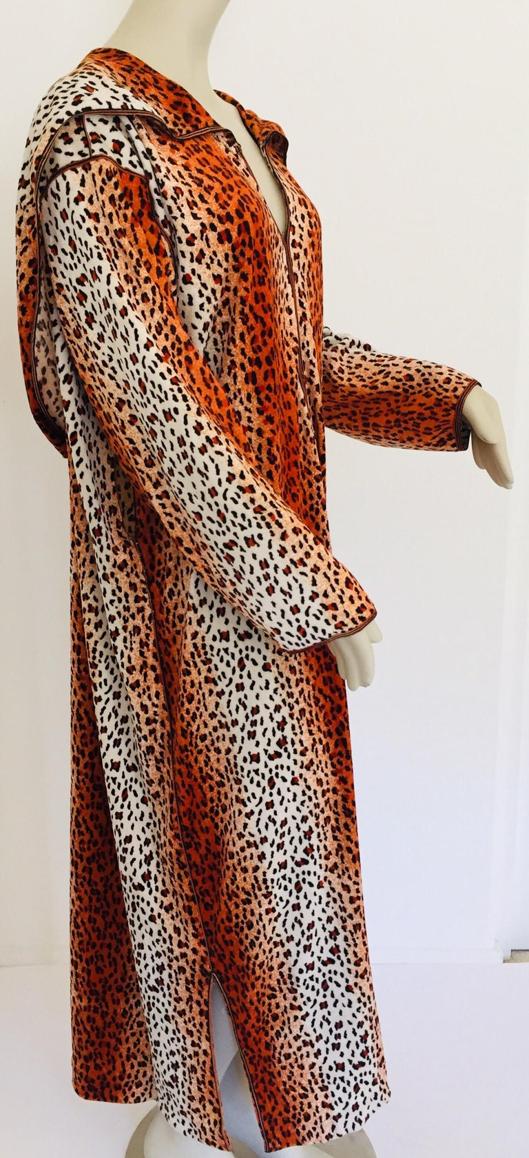 1970s Moroccan Hooded Caftan Animal Print Djellabah Kaftan In Good Condition For Sale In North Hollywood, CA