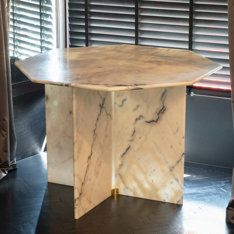 1970s Italian Octagonal Arabescato Cervaiole Marble Table In Good Condition For Sale In Firenze, IT