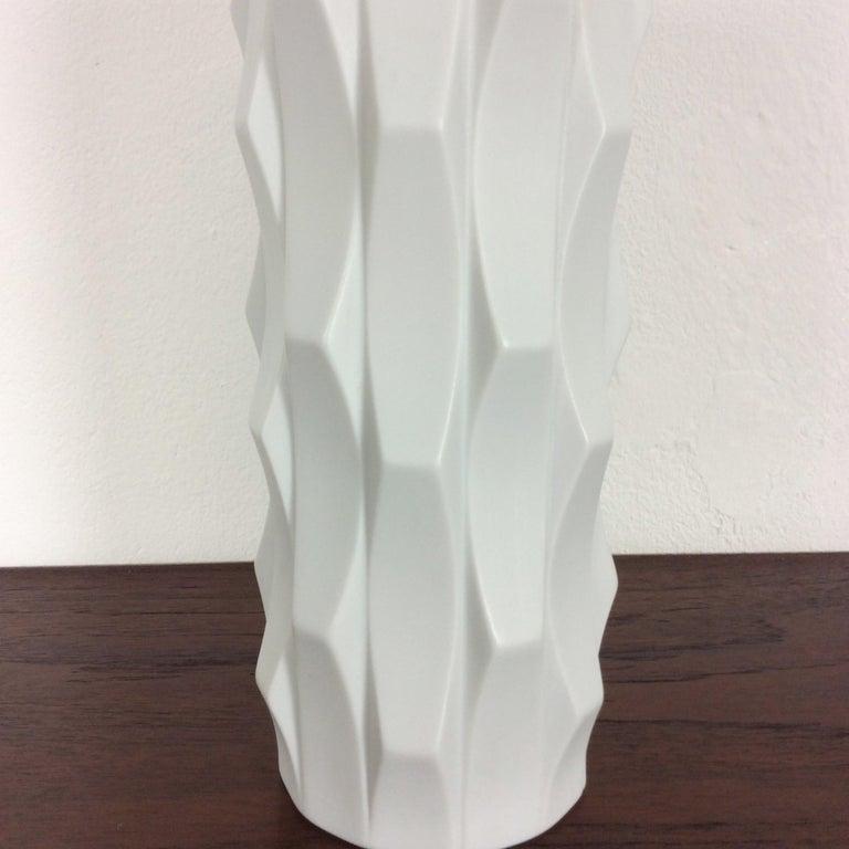 1970s OP Art Vase Porcelain Vase by Heinrich Fuchs for Hutschenreuther, Germany For Sale 1