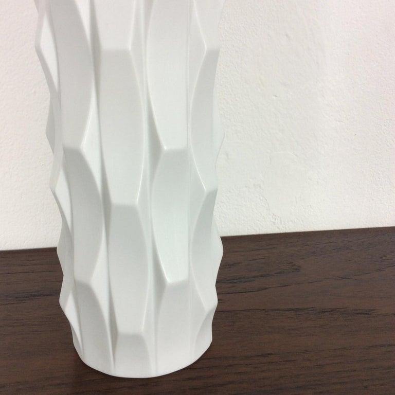 1970s OP Art Vase Porcelain Vase by Heinrich Fuchs for Hutschenreuther, Germany For Sale 2