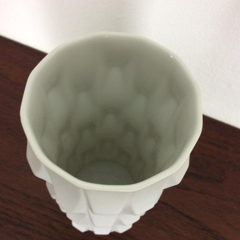 1970s OP Art Vase Porcelain Vase by Heinrich Fuchs for Hutschenreuther, Germany For Sale 3