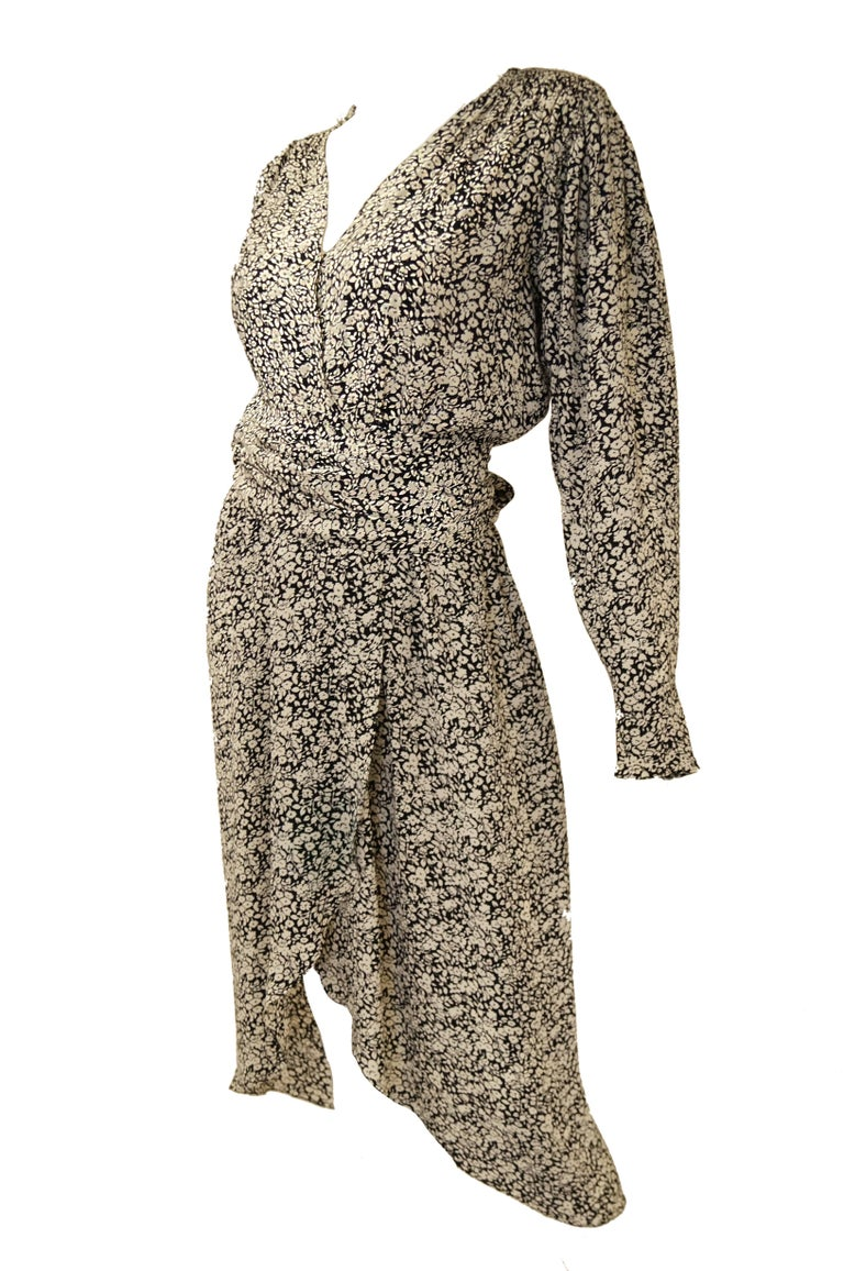 1970s Oscar de la Renta Navy and White Silk Wrap Dress with Floral Print In Excellent Condition For Sale In Houston, TX