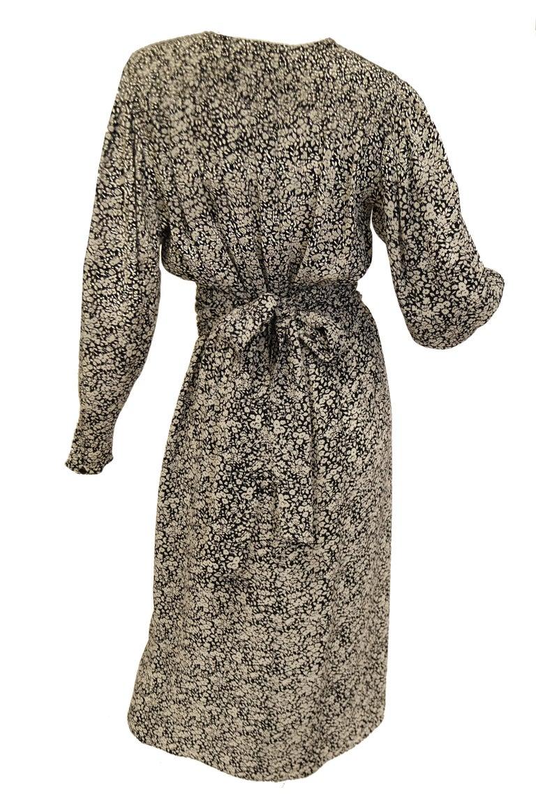 Women's 1970s Oscar de la Renta Navy and White Silk Wrap Dress with Floral Print For Sale