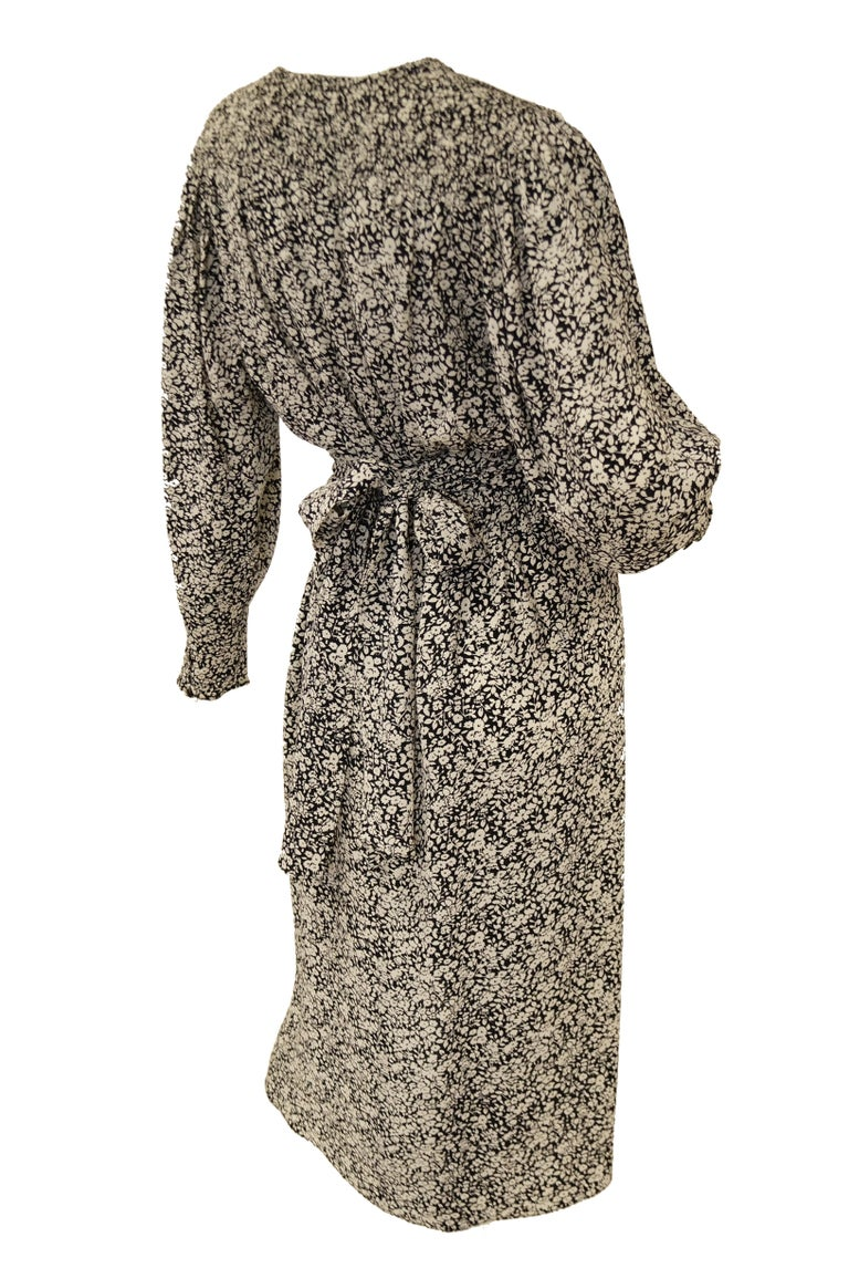 1970s Oscar de la Renta Navy and White Silk Wrap Dress with Floral Print For Sale 2