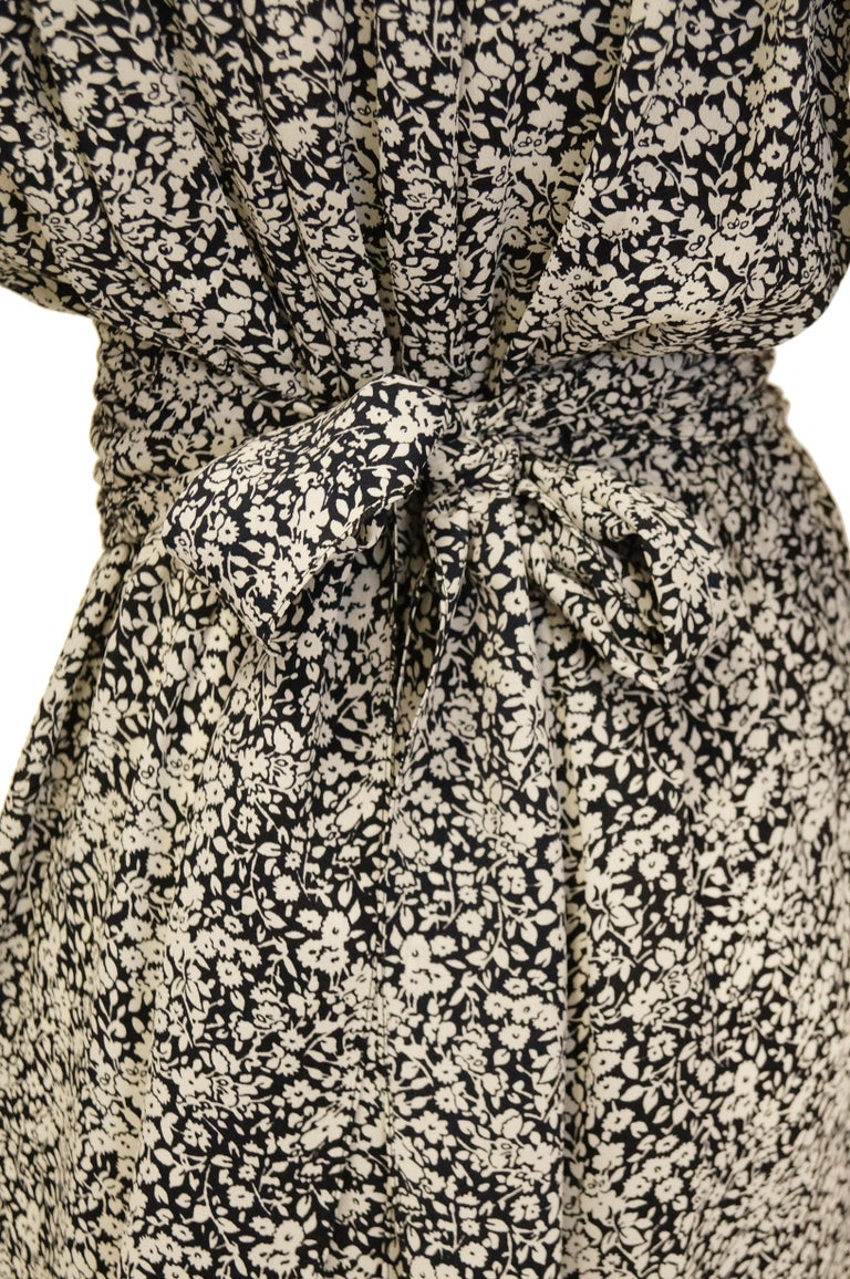 1970s Oscar de la Renta Navy and White Silk Wrap Dress with Floral Print For Sale 3
