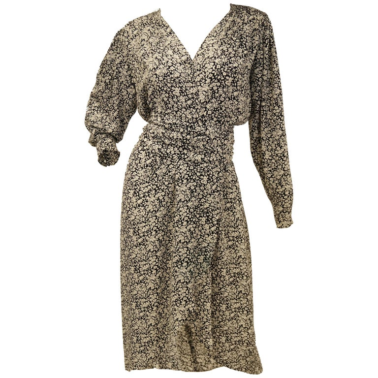 1970s Oscar de la Renta Navy and White Silk Wrap Dress with Floral Print For Sale