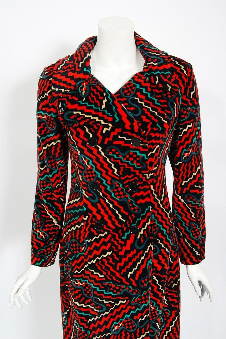 Black Vintage 1970's Oscar de la Renta Bold Squiggle Print Velvet Double-Breasted Coat For Sale