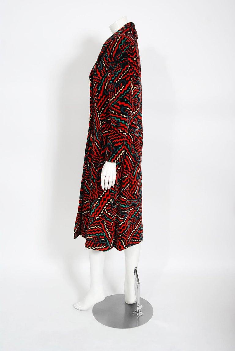 Women's Vintage 1970's Oscar de la Renta Bold Squiggle Print Velvet Double-Breasted Coat For Sale