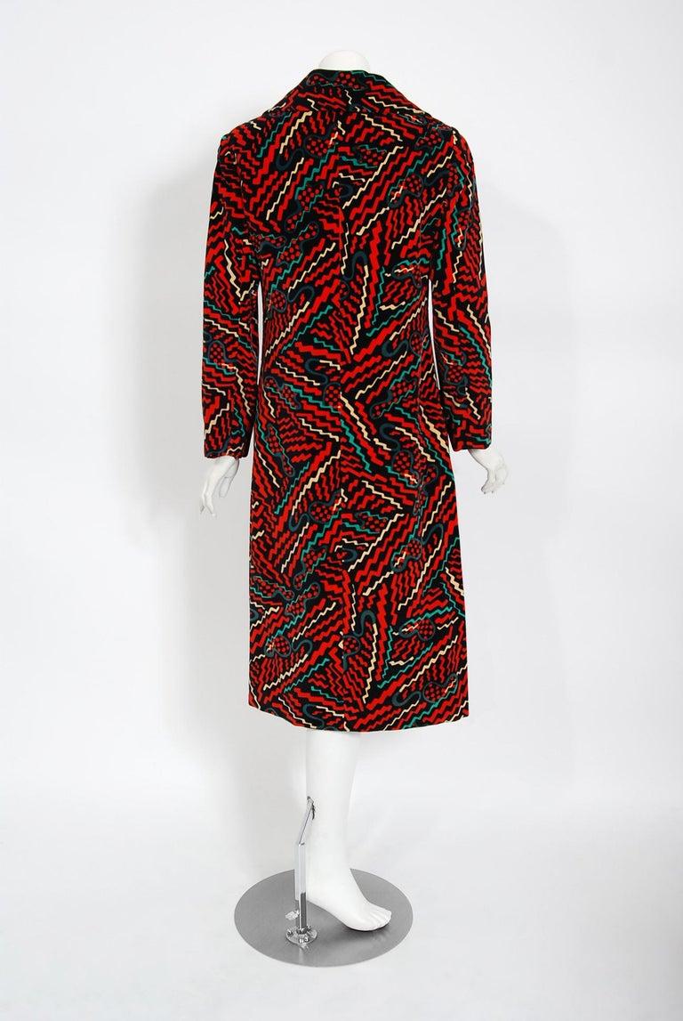 Vintage 1970's Oscar de la Renta Bold Squiggle Print Velvet Double-Breasted Coat For Sale 2