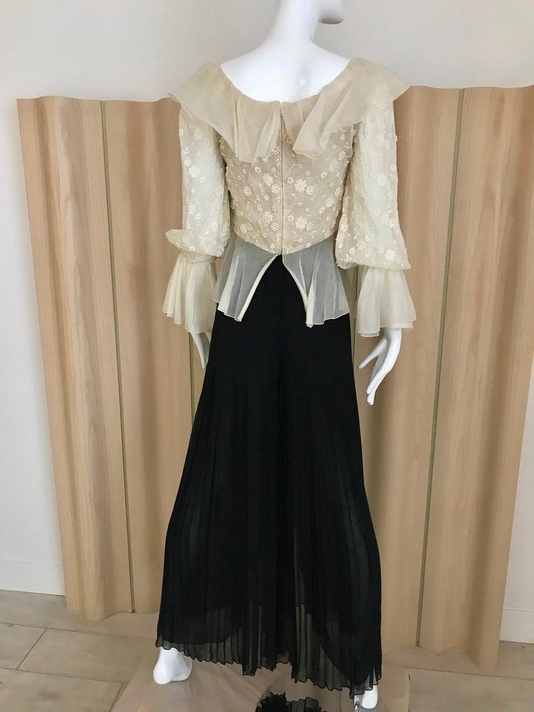 1970s Oscar De La Renta Creme and Black Silk Plisse Jumpsuit In Good Condition For Sale In Beverly Hills, CA