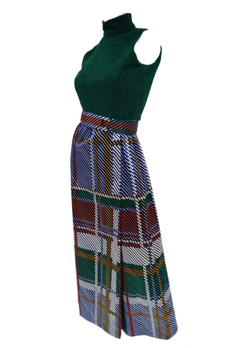 1970s Oscar de la Renta Green Plaid Satin & Knit Dress & Jacket Ensemble In Excellent Condition For Sale In Houston, TX