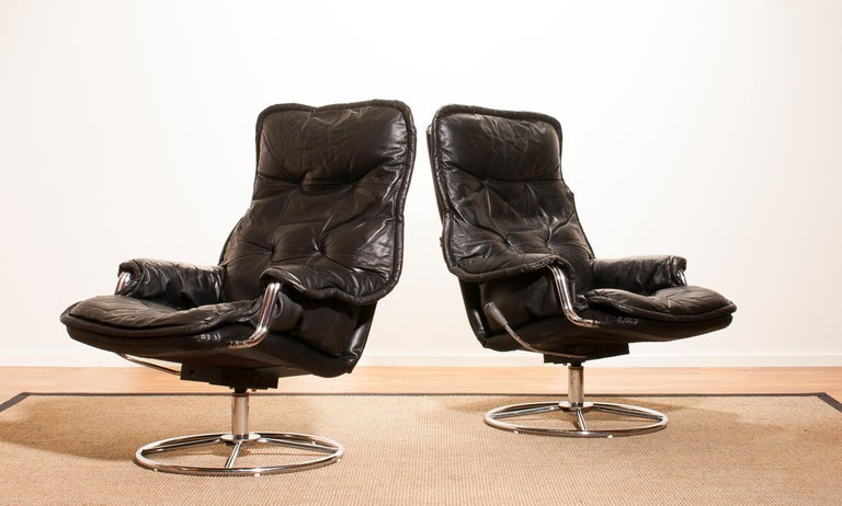 Beautiful lounge chairs made in Sweden. These very nice design chairs have a black leather seating and armrests on a swivel chrome steel frame. They are in wonderful condition. Period 1970s Dimensions: H 94 cm, W 68 cm, D 72 cm, SH 40.