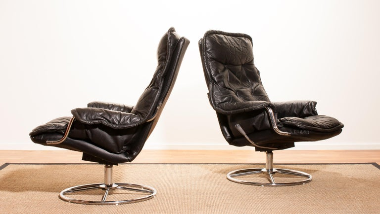Late 20th Century 1970s Pair of Black Leather Swivel Chrome Steel Lounge Chairs, Sweden
