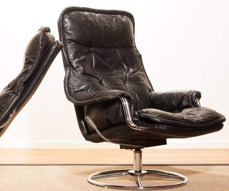 1970s Pair of Black Leather Swivel Chrome Steel Lounge Chairs, Sweden 1