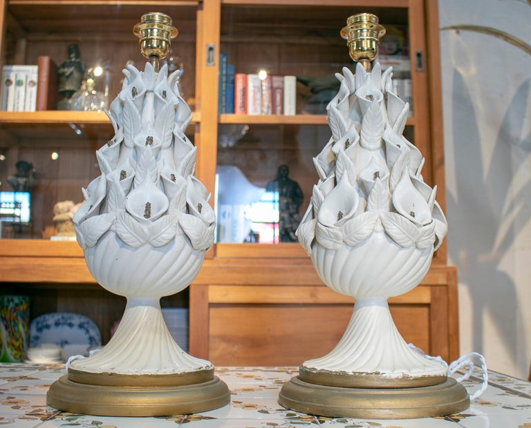 20th Century 1970s Pair of Spanish White Porcelain Table Lamps For Sale