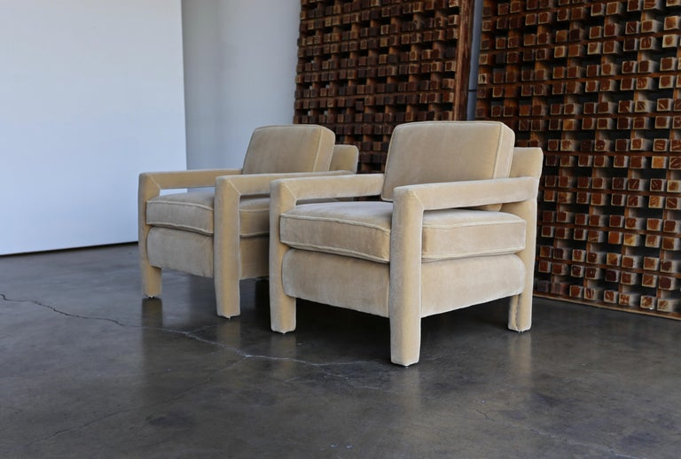 1970s Parsons Lounge Chairs in Mohair In Good Condition For Sale In Costa Mesa, CA