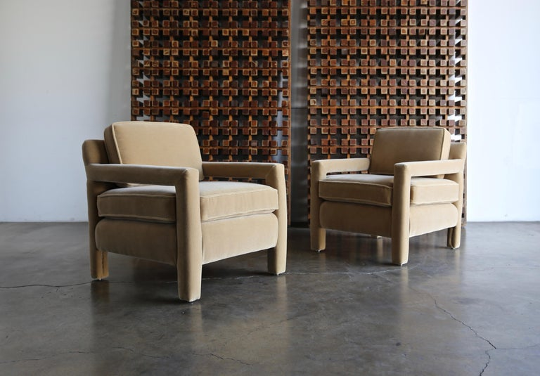Mid-Century Modern 1970s Parsons Lounge Chairs in Mohair For Sale