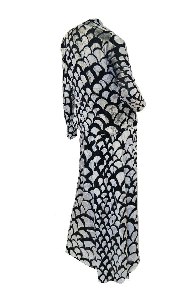 1970s Pauline Trigere Black & Silver Burnout Velvet Evening Dress Ensemble For Sale 6