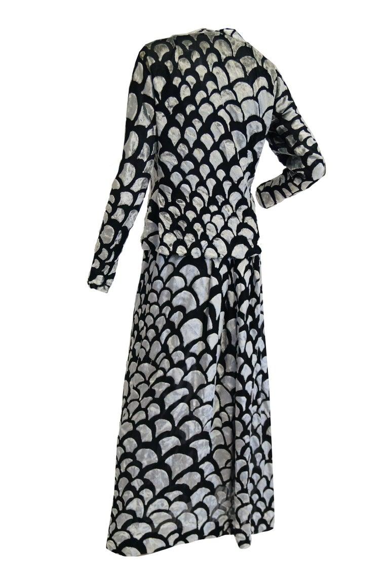 1970s Pauline Trigere Black & Silver Burnout Velvet Evening Dress Ensemble For Sale 5