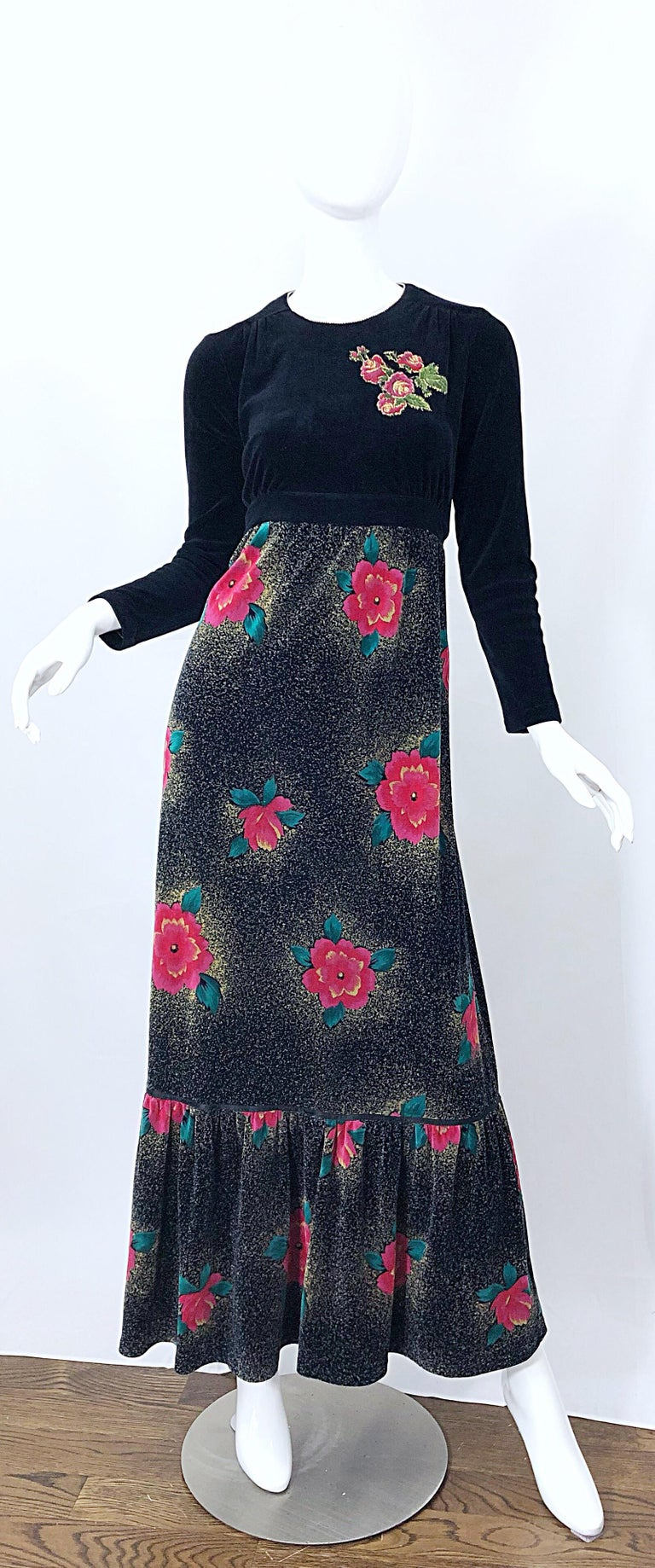 Beautiful 1970s poinsettia print embroidered velvet velour maxi dress / evening gown! Perfect for the upcoming Holiday / Christmas season. This dress is perfect for any holiday party. Soft black velvet velour stretch, with vibrant hues of red,