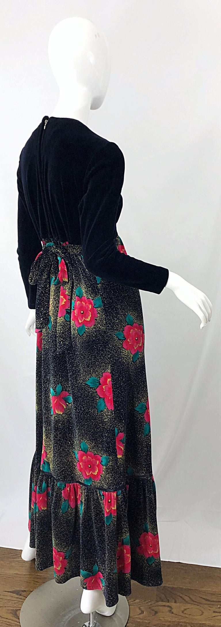 1970s Poinsettia Print Embroidered Beaded Velvet Velour Holiday Maxi Dress Gown In Excellent Condition For Sale In Chicago, IL