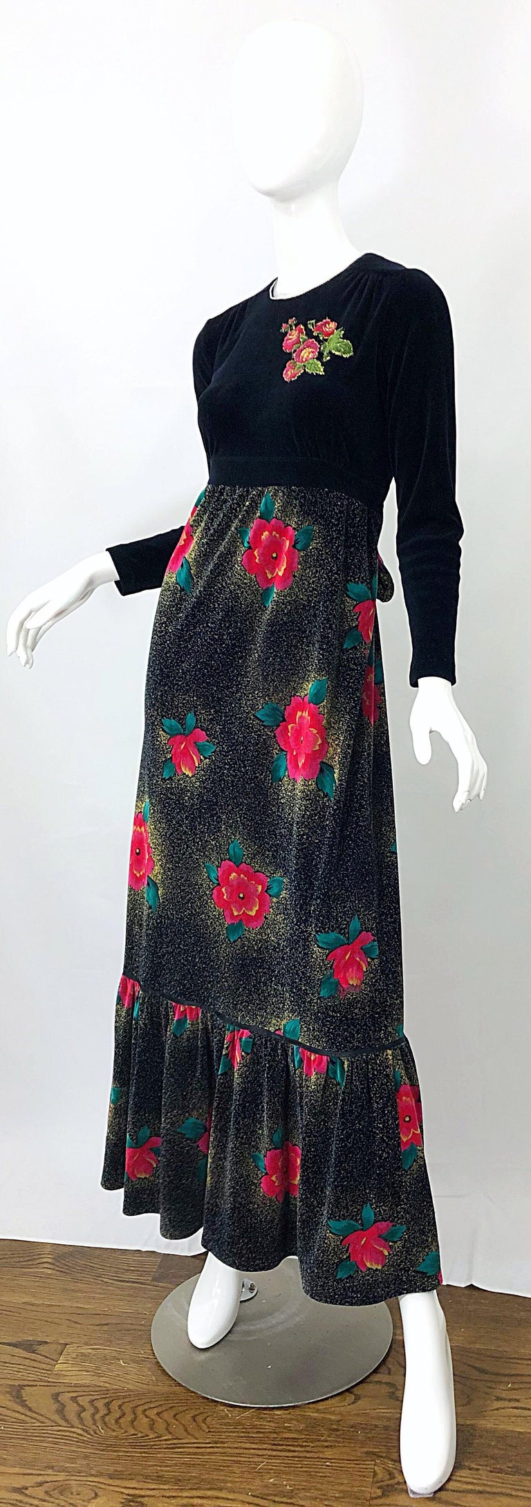 Women's 1970s Poinsettia Print Embroidered Beaded Velvet Velour Holiday Maxi Dress Gown For Sale