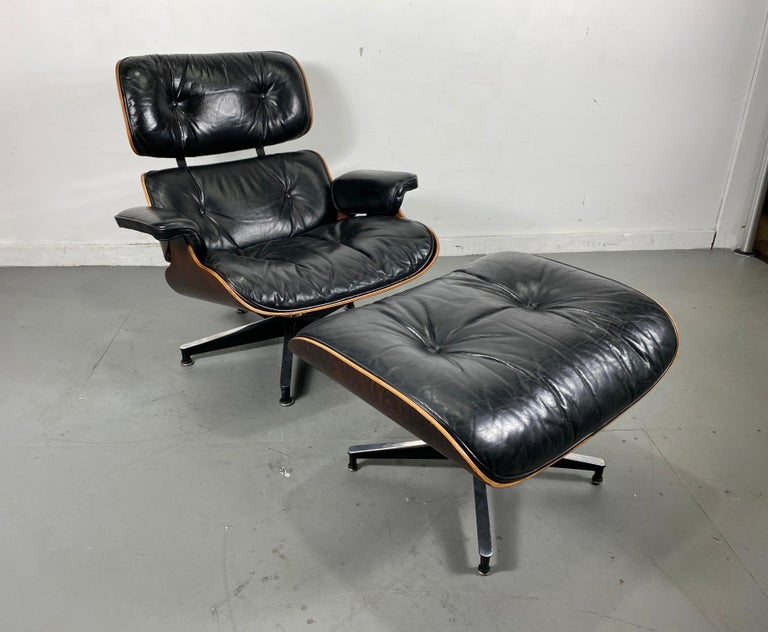 Nice richly rained Brazilian rosewood / black leather lounge chair and ottoman designed by Charles Eames manufactured by Herman Miller, circa 1970s. Amazing original condition, leather showing perfect aged patina while still supple and extremely