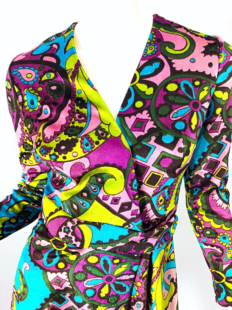 1970s Psychedelic Paisley Print Colorful Velour Vintage 70s Wrap Dress In Excellent Condition For Sale In Chicago, IL