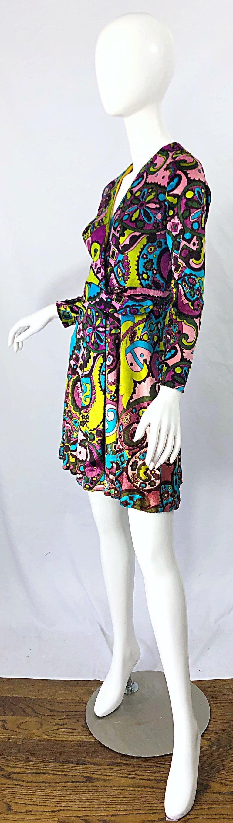 Women's 1970s Psychedelic Paisley Print Colorful Velour Vintage 70s Wrap Dress For Sale