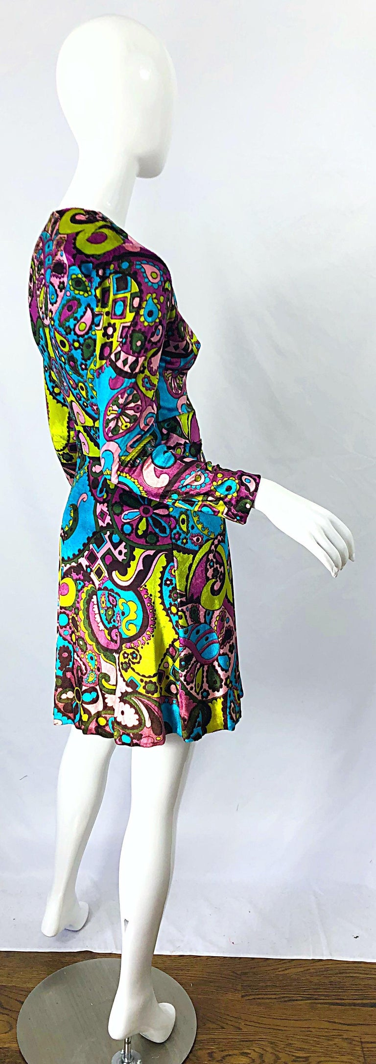 1970s Psychedelic Paisley Print Colorful Velour Vintage 70s Wrap Dress For Sale 2