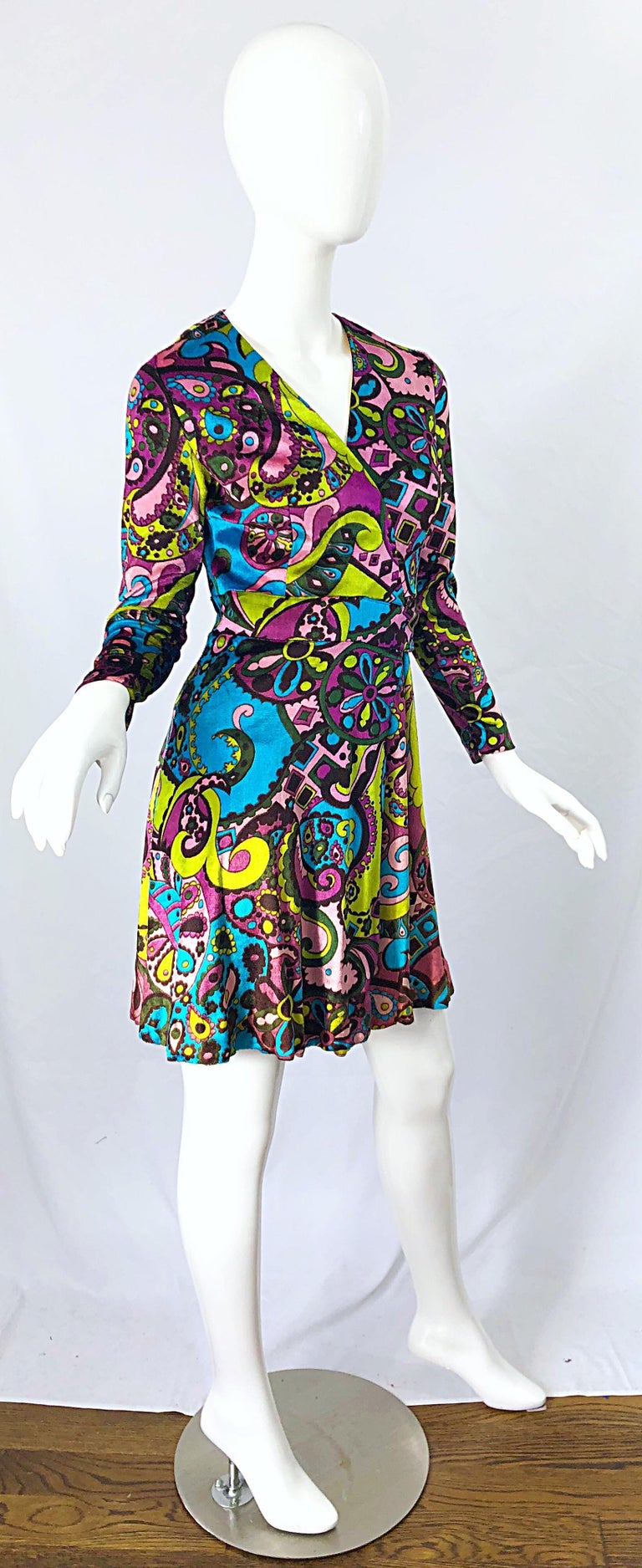 1970s Psychedelic Paisley Print Colorful Velour Vintage 70s Wrap Dress For Sale 3