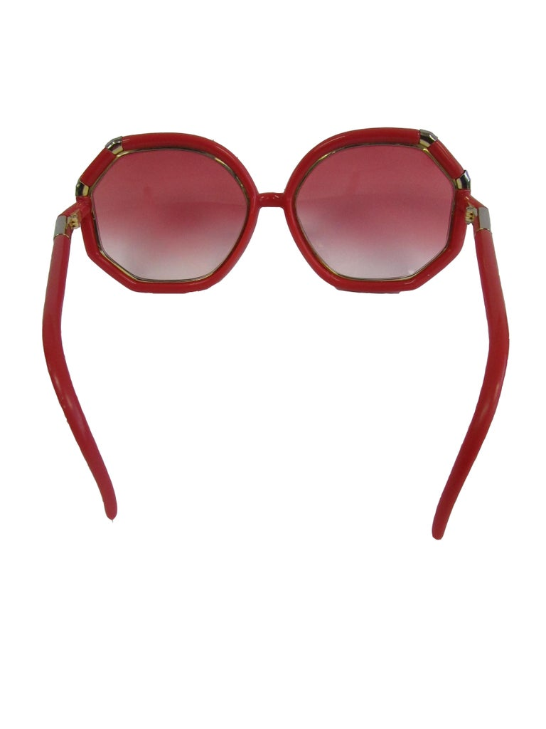 Brown 1970s Red and Gold Sunglasses with Rose Gradient Lenses For Sale