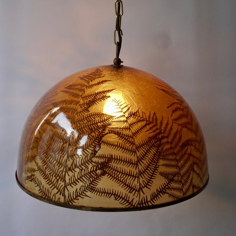 Resin ceiling lamp with real leaves. Measures: Diameter 46 cm. Height fixture 26 cm. The total height is 85 cm with the chain. (Can be shortened).