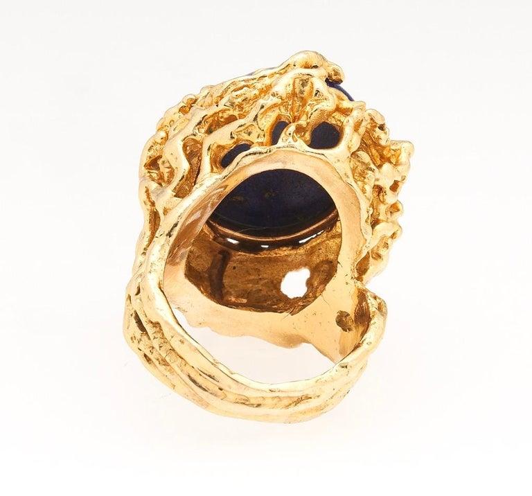 1970s Retro 14 Karat Gold Lapis Lazuli Freeform Naturalistic Cocktail Ring For Sale 1