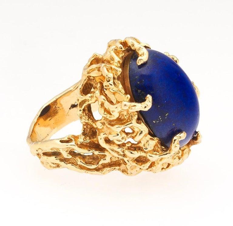 1970s Retro 14 Karat Gold Lapis Lazuli Freeform Naturalistic Cocktail Ring For Sale 2