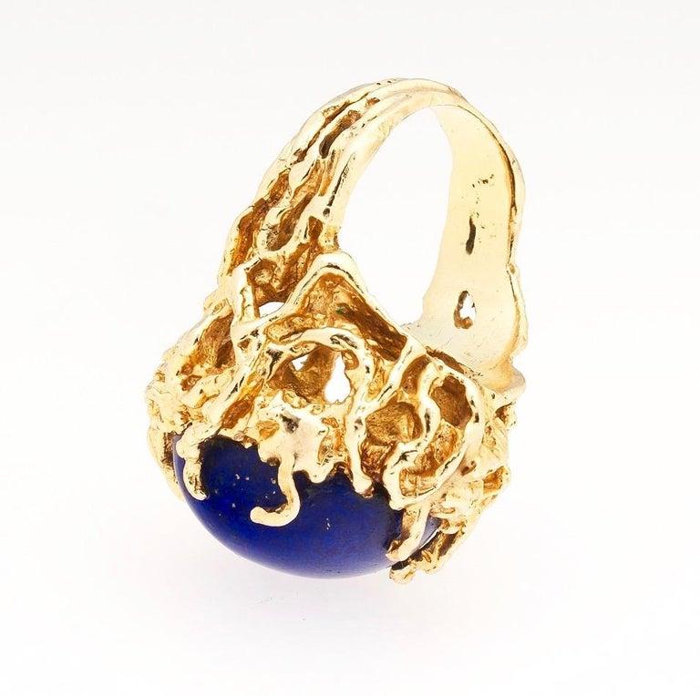 1970s Retro 14 Karat Gold Lapis Lazuli Freeform Naturalistic Cocktail Ring For Sale 3