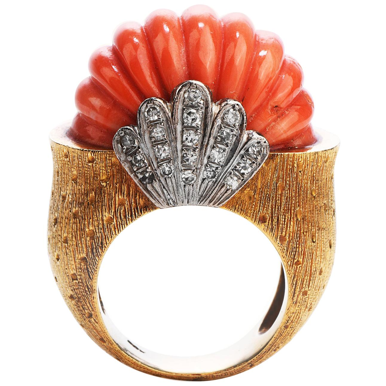 1970's Retro Diamond Carved Vintage Coral 18k Gold Shell Cocktail Ring
