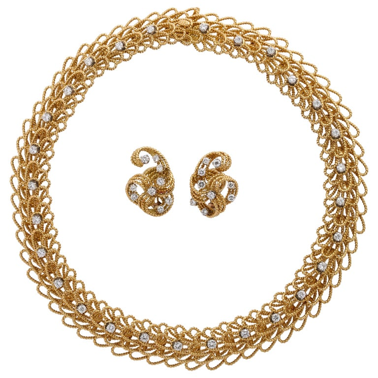 1970s Retro Twisted Wire 18 Karat Gold Diamond Cuff Necklace and Earring Set For Sale