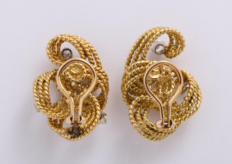 1970s Retro Twisted Wire 18 Karat Gold Diamond Cuff Necklace and Earring Set For Sale 6