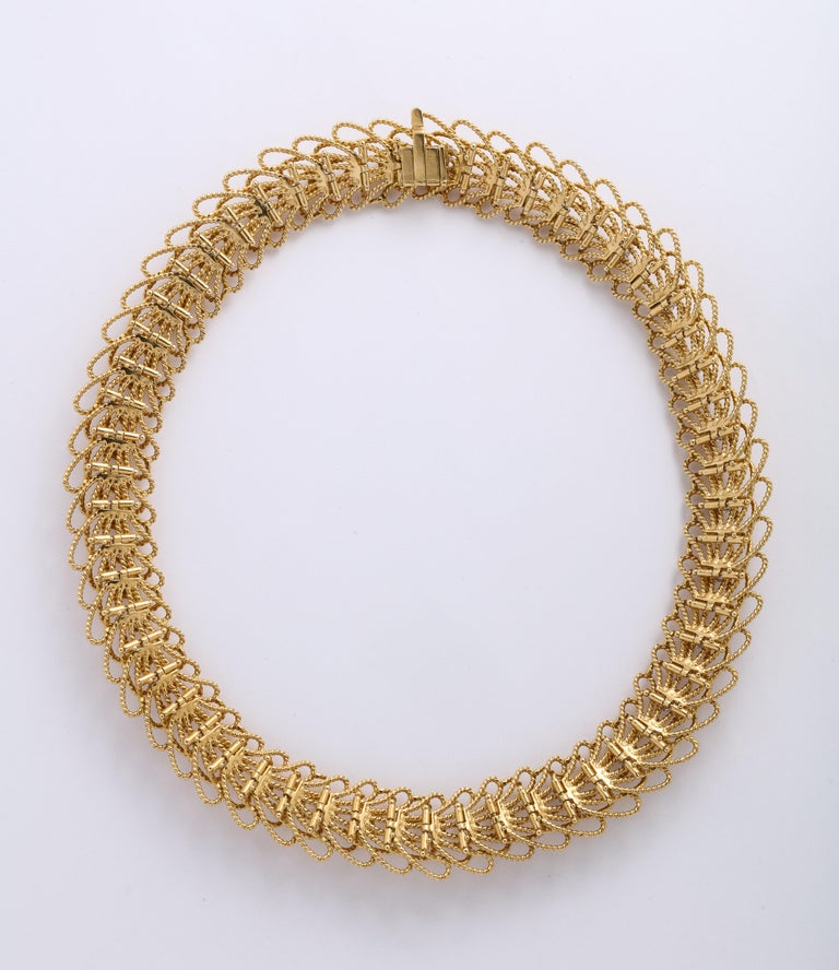 1970s Retro Twisted Wire 18 Karat Gold Diamond Cuff Necklace and Earring Set For Sale 1