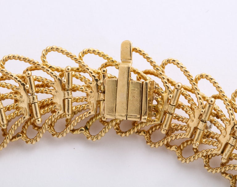 1970s Retro Twisted Wire 18 Karat Gold Diamond Cuff Necklace and Earring Set For Sale 2