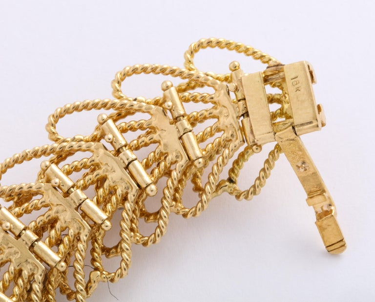 1970s Retro Twisted Wire 18 Karat Gold Diamond Cuff Necklace and Earring Set For Sale 3