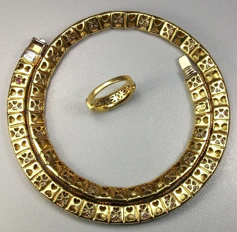 A more than fantastic set, circa 1960/1970 18k yellow gold and 4.50 carat of G color diamonds necklace and ring  signed by Roberto Coin, one of the most famous Italian jewels designer. The set is made of solid 18k gold and mounts hundreds of
