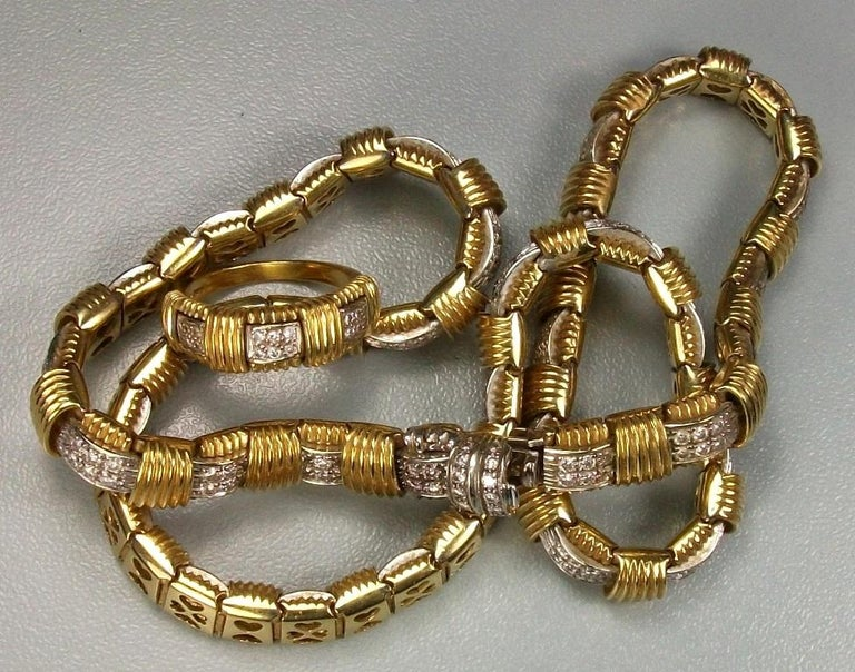Contemporary 1970s Roberto Coin 4.50 Carat Diamonds and Yellow Gold Necklace and Ring For Sale