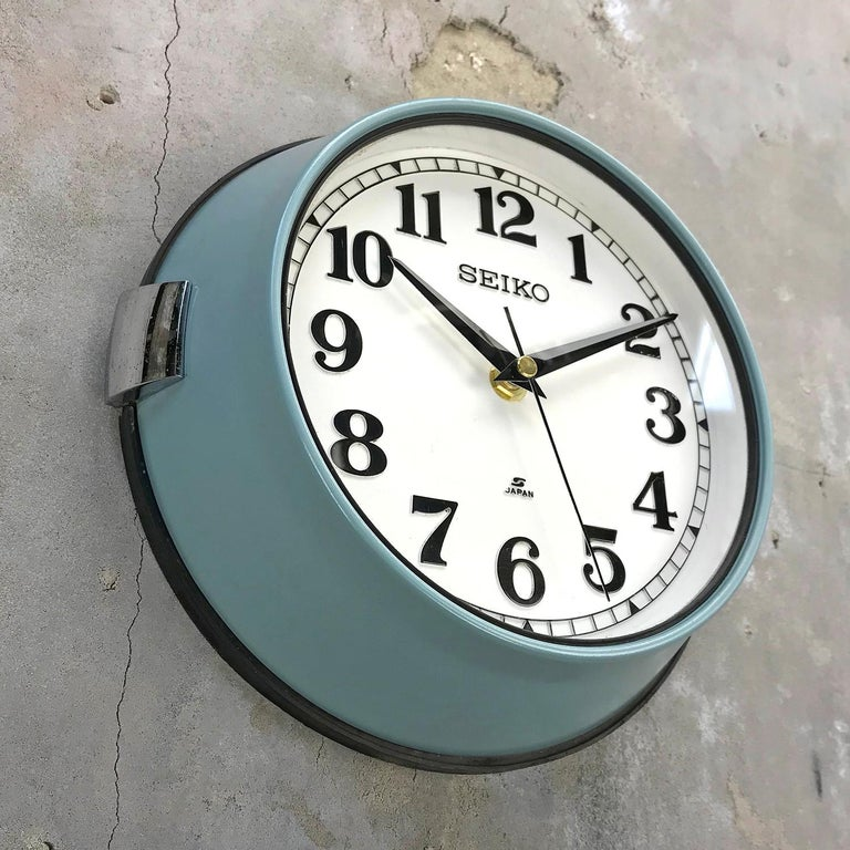 1970s Seiko Blue White Retro Vintage Industrial Antique Steel Quartz Wall Clock  In Excellent Condition For Sale In Leicester, Leicestershire