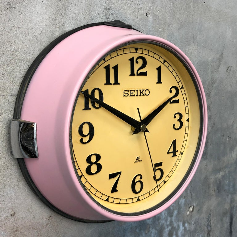 1970s Seiko Retro Vintage Industrial Antique Steel Quartz Wall Clock, Pink For Sale 2